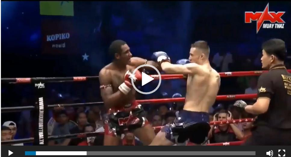 Hai đòn knock-out cùng lúc của võ sĩ Muay Thái